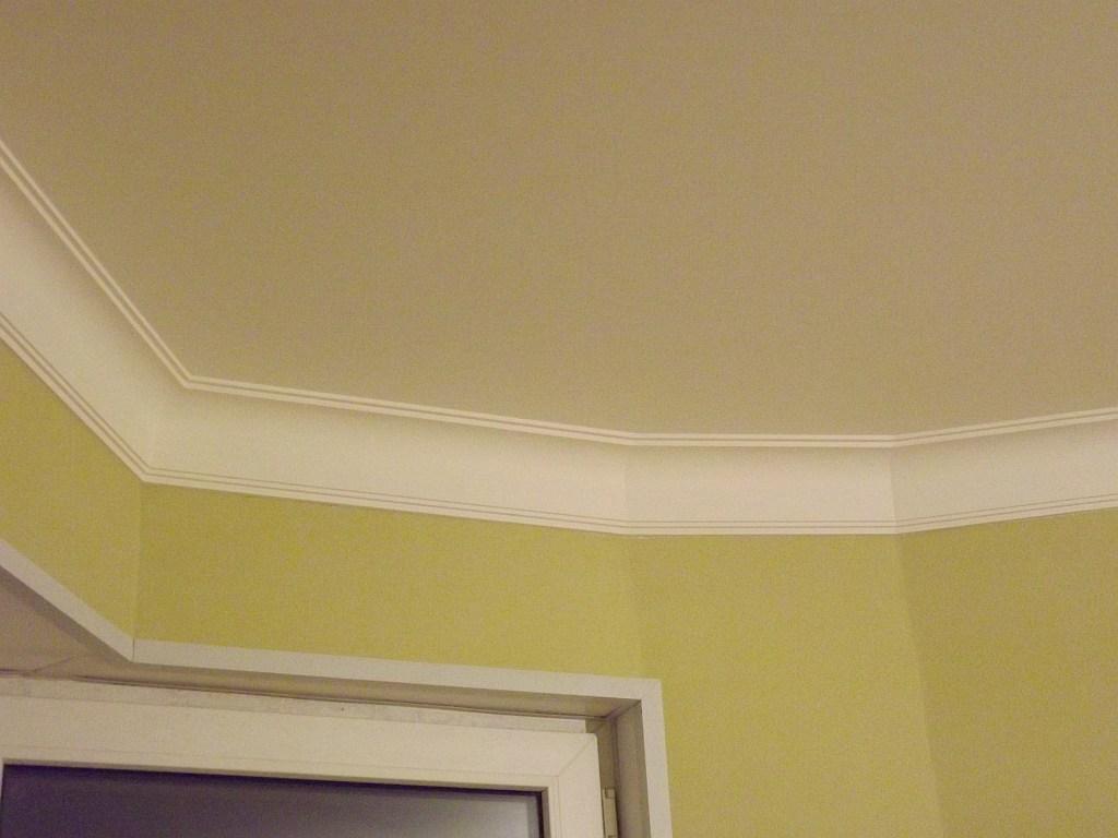 Как сделать потолочный плинтус на полукруг